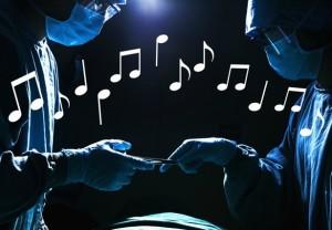الإستماع الى الموسيقى فى غرفة العمليات