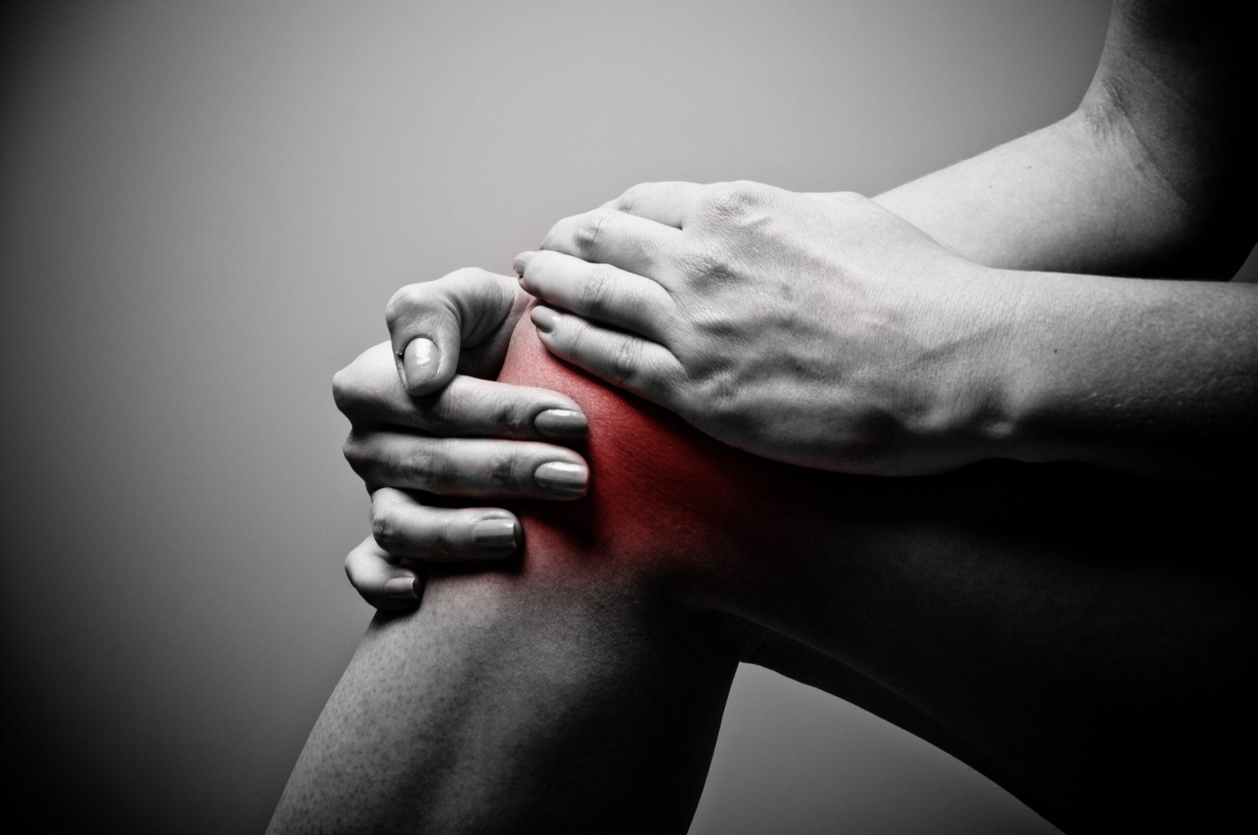 تأجيل تركيب مفصل الركبة الصناعي